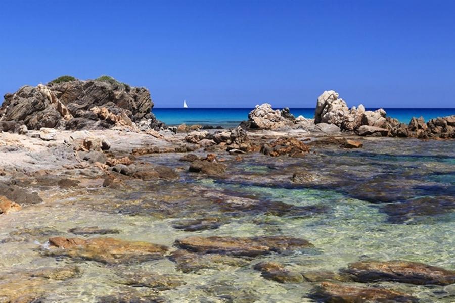 Le-meravigliose-spiagge-di-Pula-in-Sardegna.jpg