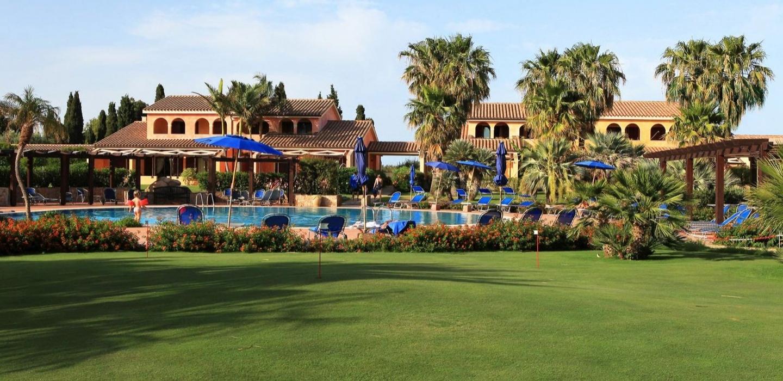 Sardegna-Golf-–-putting-green-in-hotel.jpg