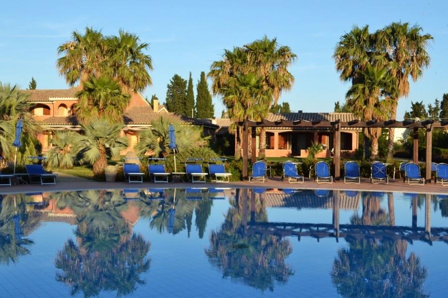 residence-con-piscina-in-Sardegna.jpg